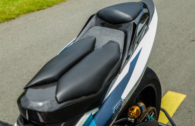 """Xe Yamaha Exciter độ """"hút sinh khí"""" từ các môtô hàng khủng 1546631569"""