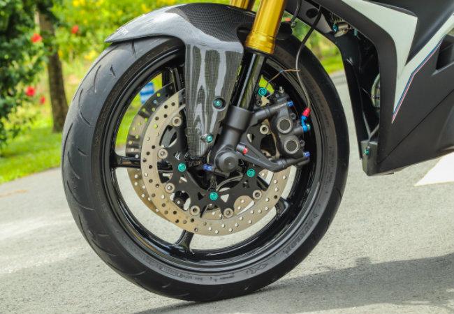 """Xe Yamaha Exciter độ """"hút sinh khí"""" từ các môtô hàng khủng 1546631570"""