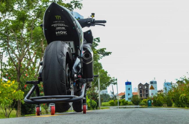 """Xe Yamaha Exciter độ """"hút sinh khí"""" từ các môtô hàng khủng 1546631571"""