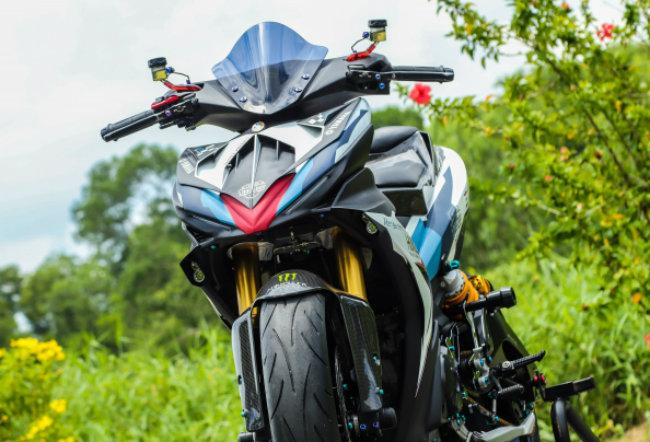 """Xe Yamaha Exciter độ """"hút sinh khí"""" từ các môtô hàng khủng 1546631572"""