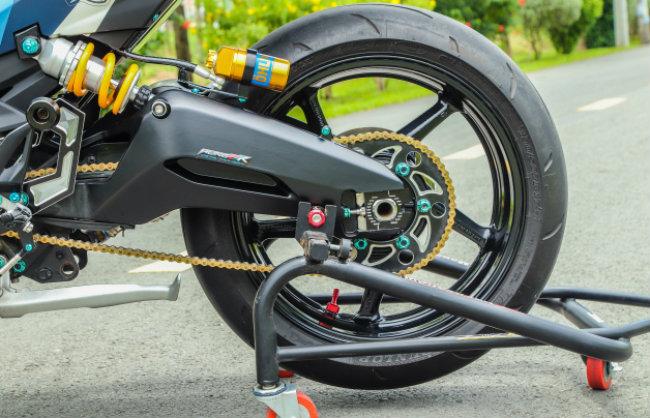 """Xe Yamaha Exciter độ """"hút sinh khí"""" từ các môtô hàng khủng 1546631566"""