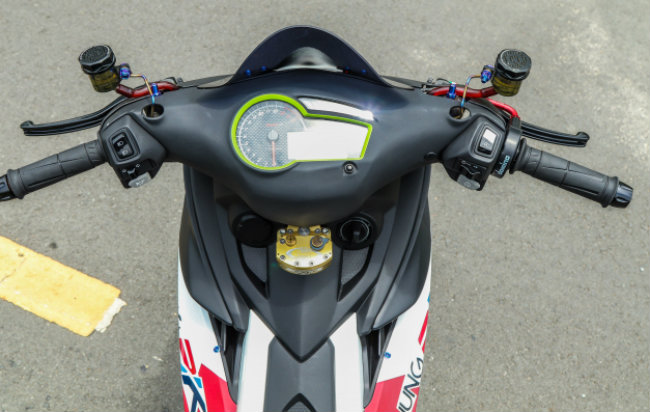 """Xe Yamaha Exciter độ """"hút sinh khí"""" từ các môtô hàng khủng 1546631567"""